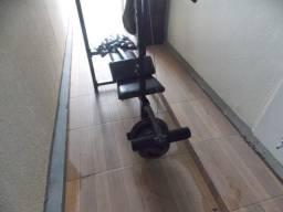 Estação de musculação com 71 quilos de peso