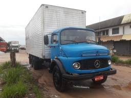 Caminhão Mercedes Benz baú