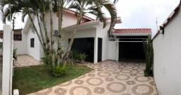 Casa com 3 quartos e 1 suite, 3 vagas garagens, no centro de Vilhena