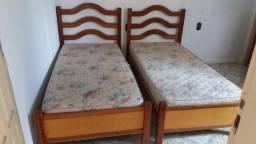 Duas camas de solteiro