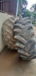 2 pneos de trator traseiro
