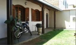 Excelente casa de três quartos toda individual no bairro santa Terezinha .