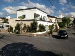 Excelente Casa no Bairro Castelo de 300 m²