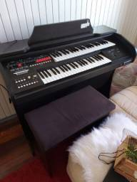 Estou vendendo um órgão marca harmonia prática novo