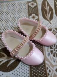 Vendo sapatilha rosa bordada