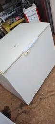 Título do anúncio: Freezer Electrolux 1 tampa 110v 305 litros bem conservado - ENTREGO