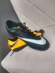 Chuteira Society Nike Hypervenom x Phelon Tamanho 40 ( NEGOCIÁVEL)