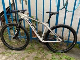 Título do anúncio: Bicicleta Specialized rockhoper tamanho 19 extraa
