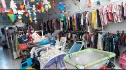 Loja com peças de roupas novas e usados.