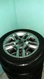 Eu tô vendendo quatro rodão pneu rodão os pneu aro 15 - 2013