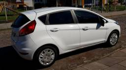 New Fiesta HA 1.5 - Completo - Bancos de Couro - Sensor de Ré - 40.000 KM - 2014