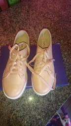 Vendo um lindo sapato nunca usado de cor bege meu zap é 987770424