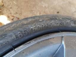 Roda 15 do sandero original com pneu perfil 165 50 15 vendo ou troco 17 ou por 14 original - 2007