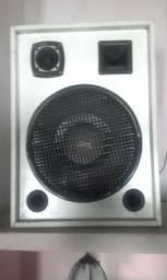 Vendo uma caixa de som Toda na madeira 340 confira 98937-7552