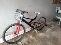 Vendo bike com amortecedor duplo e no quadro 250 reais