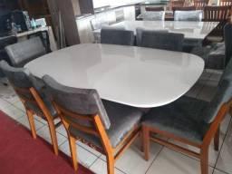 Mesa com 6 cadeiras de madeira tratada