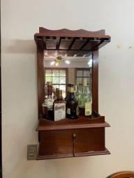 Barzinho de parede com espelho