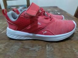 Tênis rosa PUMA tamanho 27