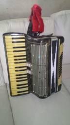 Título do anúncio: acordeon hohner de 60 baixos