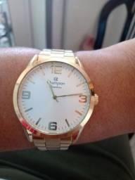 Relógio de pulso com a caixa original dele