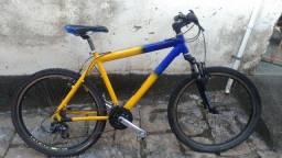 Bicicleta, quadro e banco GTS, 21 marchas + suspensão.