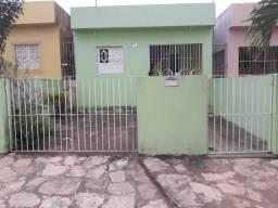 Casa com 3 quartos e área de serviço coberta