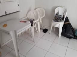 Cadeiras desistentes em plástico