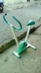 Bicicleta ergométrica toda boa