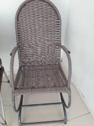 Cadeiras de embalo em vimi