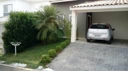 Casa EXCELENTE em Cond Fechado