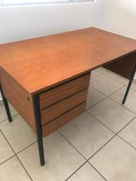 Mesa/Escrivaninha