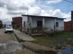 Vendo terreno com dois cômodos e banheiro construído