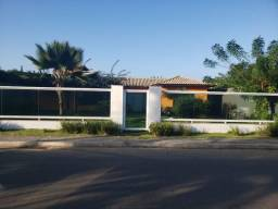 Linda casa independente e linear em área de 1000 m² com área de lazer