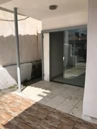 Alugo casa com 3/4 próximo à Avenida Getúlio Vargas