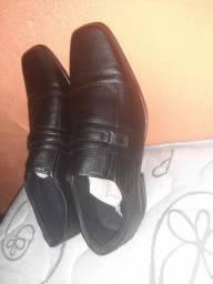 Sapato de couro novo