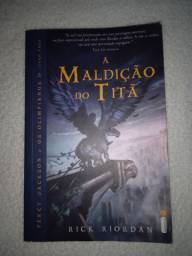 """livro """"A Maldição do Titã"""""""