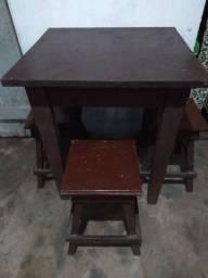 Mesa com 3 bancos ,negócio preço,aceito pix