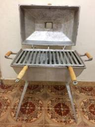 Churrasqueira em alumínio batido. Usado 4 vezes