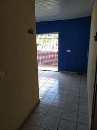 Apartamento de 2 quartos e com garagem coberta