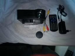 Vendo mini projetor semi novo
