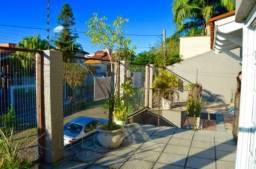 Sobrado com 3 dormitórios à venda, 290 m² por R$ 750.000,00 - Vila Ipiranga - Porto Alegre