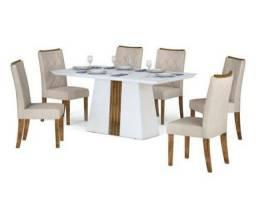 Mesa Branca com tampão de vidro / 6 cadeiras claras