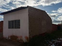Vende-se uma casa com um terreno ao lado,murado.Na Invasão do Pedro Raimundo