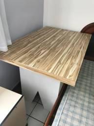Mesa para loja de roupas