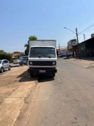 Título do anúncio: Caminhão baú 2012