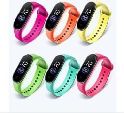 <br><br>Kit 10 peças Relógio digital pulseira de silicone a prova<br><br>