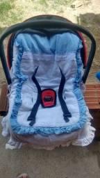 Título do anúncio: Vendo ou troco bebê conforto novo usado só algumas vezes mais com pouca marca de uso