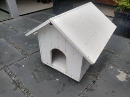 Casinha de cachorro em PVC com estruta de madeira. Ótimo estado