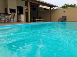 """""""Cantinho da Familia"""" casa com piscina próximo ao Parque Beto Carrero"""