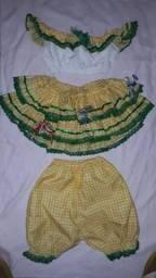Vendo uma linda roupa de quadrilha do Brasil pra menina de 1 ano é meio